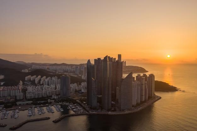 Вид с воздуха на город пусан в южной корее.