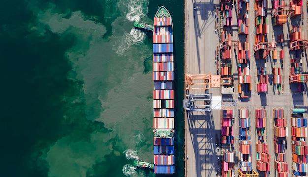 航空写真コンテナ船貨物船海上大型コンテナ船および世界中に製品を輸出