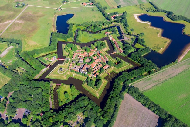Аэрофотоснимок с дрона звездного форта буртанж, гронинген, нидерланды