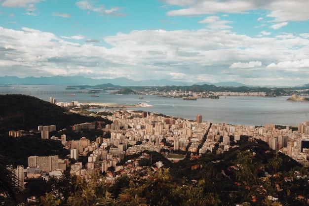 Vista aerea della baia di guanabara a rio de janeiro, brasile