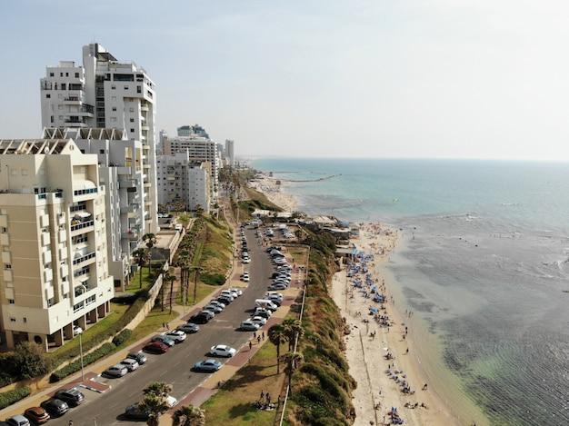 Вид с воздуха в израиле. тель-авив, район бат-ям. ближний восток, holyland.