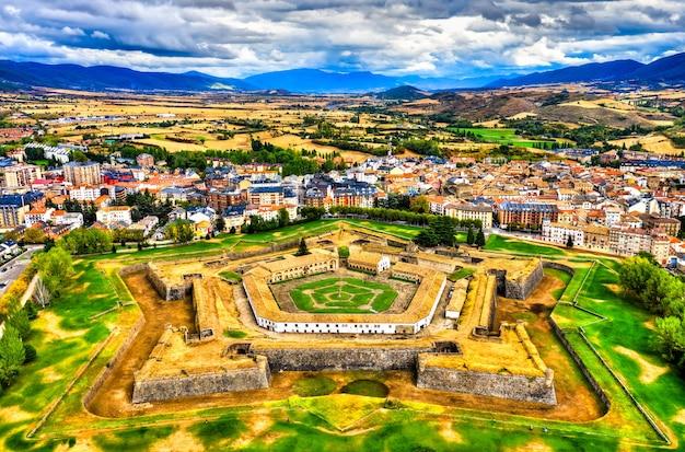 スペイン、ウエスカの空撮ハカ城塞