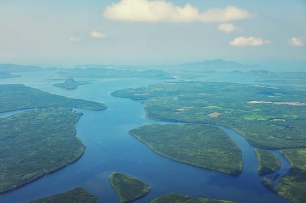 Вид с воздуха на остров краби и андаманское море