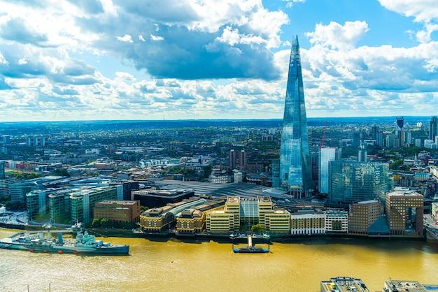 英国テムズ川のあるロンドンシティの航空写真