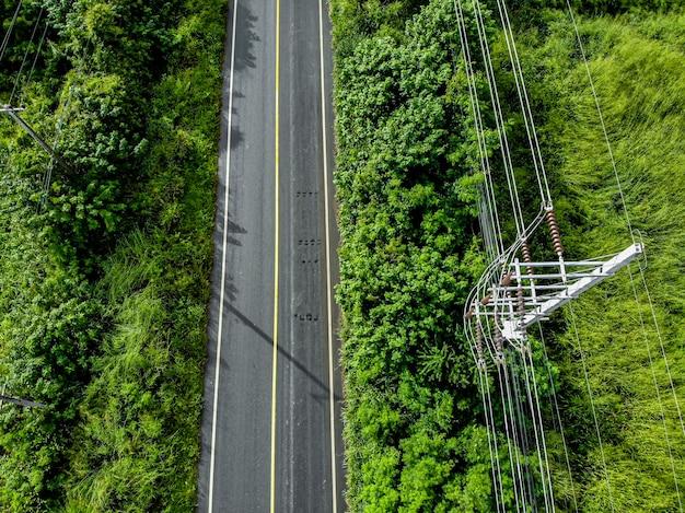 Вид с воздуха, природа на шоссе сельской местности