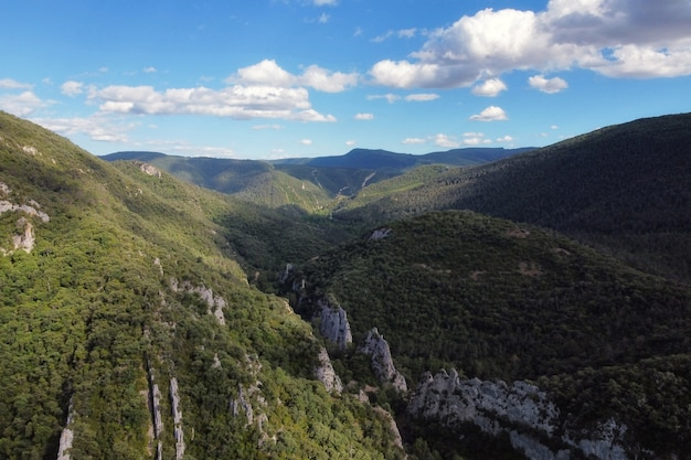 峡谷とエブロ川の空撮