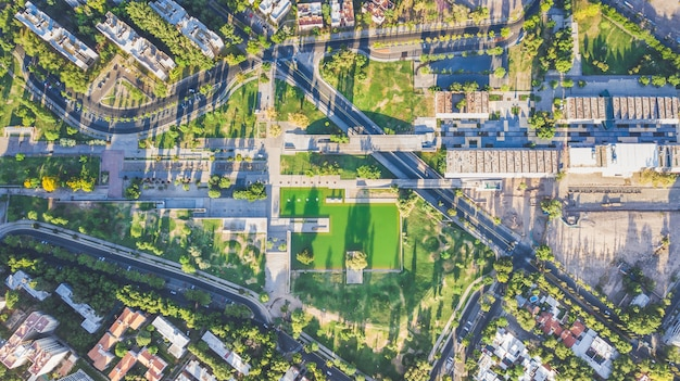 Вид с воздуха на зеленый парк
