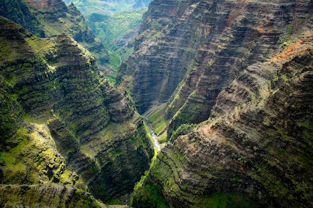 하와이 카우아이의 푸른 계곡의 공중 전망