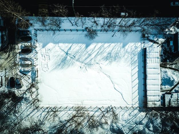 Аэрофотоснимок игровой спортивной площадки в городе
