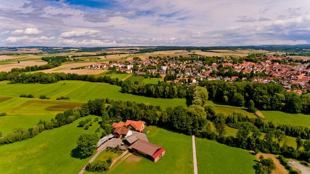 Вид с воздуха города bad rodach в баварии. германия.