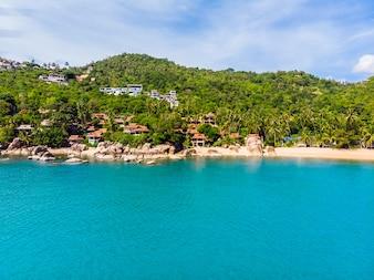 美しい熱帯のビーチの空撮