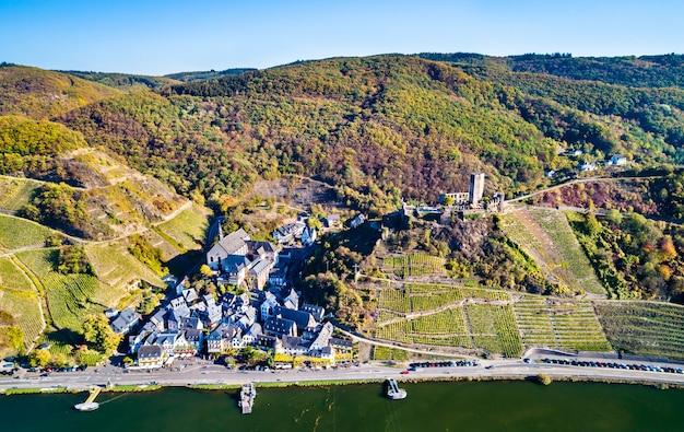 라인란 트 팔라 티 네이트, 독일의 모젤 강에서 metternich 성으로 beilstein 마을의 공중보기