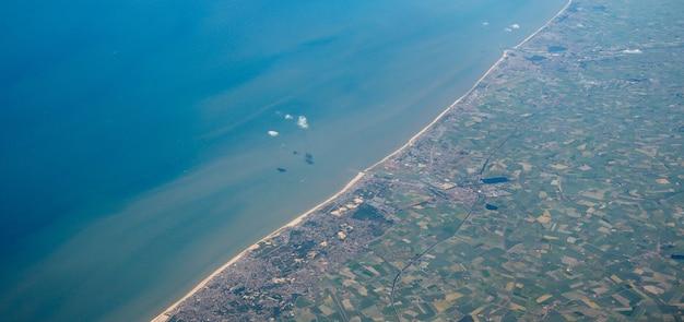 ベルギーの海岸の航空写真