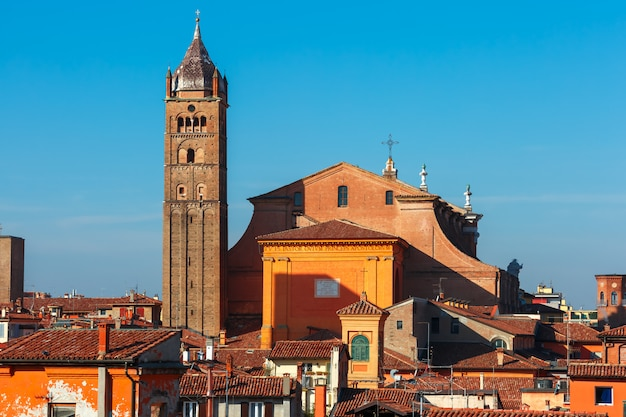 イタリア、ボローニャのボローニャ大聖堂の航空写真