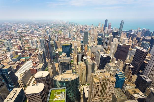미국 일리노이주 높은 곳에서 안개가 자욱한 날 시카고 시내의 공중 전망.