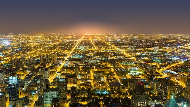 シカゴのダウンタウンの空撮、夜景