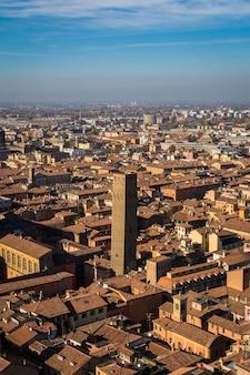 イタリア、ボローニャの市内中心部の航空写真