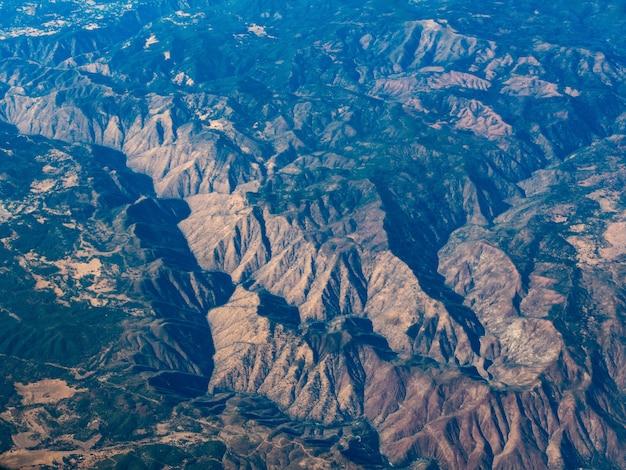 カリフォルニア州マンモスレイク近くの鹿山の空撮