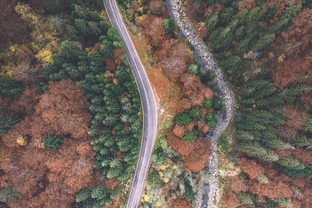 Аэрофотоснимок пустой дороги