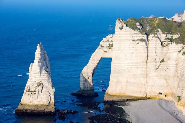 エトルタアヴァル崖、ノルマンディー、フランスの航空写真。