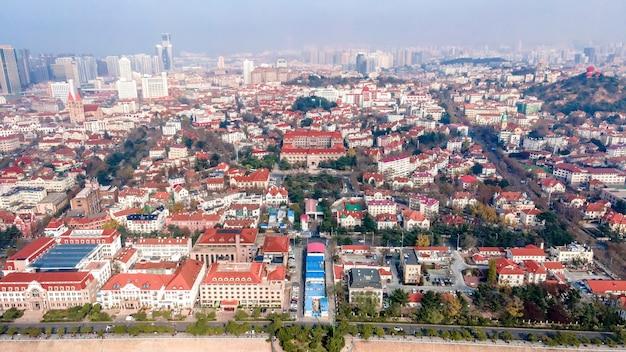 青島旧市街のヨーロッパの建築風景の航空写真