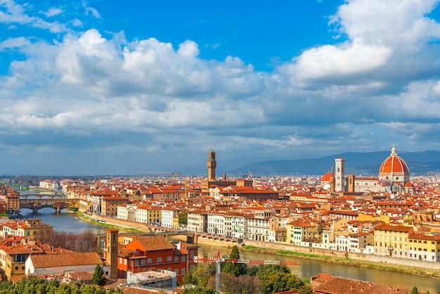 ヴェッキオ橋、アルノ川、フィレンツェドゥオーモ、トスカーナ、イタリアとフィレンツェの空撮