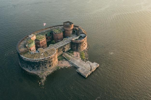 クロンシュタットとサンクトペテルブルク近くのアレクサンドル砦の空撮