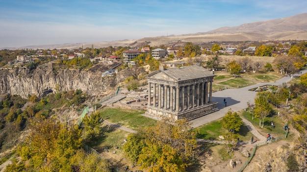 Вид с воздуха на храм гарни в армении