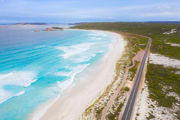 Вид с воздуха на великой океанской дороге в виктории, австралия