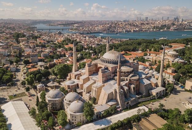 Вид с воздуха на собор святой софии в стамбуле