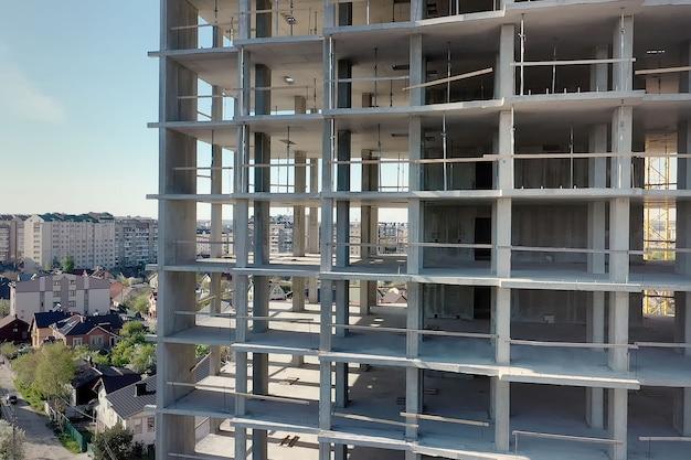 建設中の高層住宅マンションの空撮。不動産開発