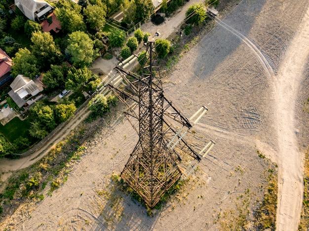 Аэрофотоснимок высоковольтных линий электропередач опоры башни d