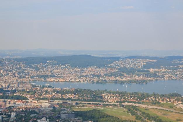 스위스 취리히(zurich) 주의 호수, 유서 깊은 취리히(zurich) 시내 중심가의 공중 전망. 여름의 화창한 날
