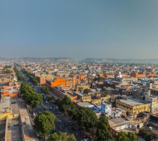Вид с воздуха на джайпур (розовый город), раджастхан, индия