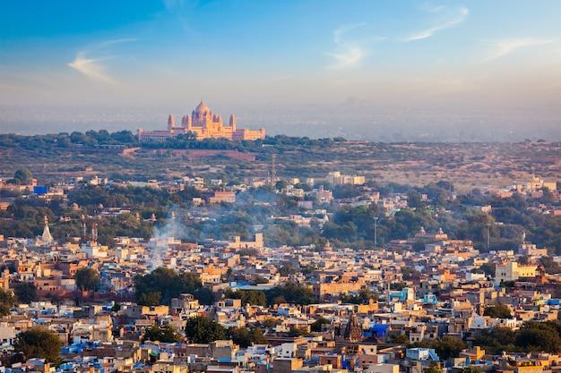Аэрофотоснимок джодхпур - синий город. раджастхан, индия