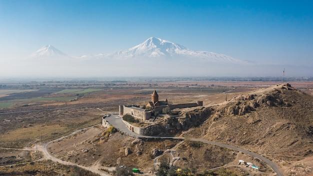 アルメニアのホルヴィラップ修道院の航空写真