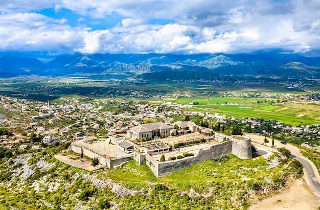 南アルバニア、サランダのレクレシ城の航空写真