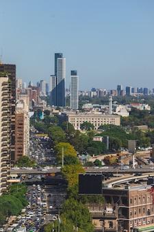 ブエノスアイレスの街、リベルタドール通りの空撮