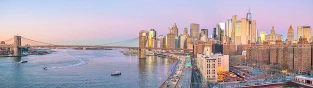日没時のマンハッタンスカイラインの空撮、アメリカ合衆国ニューヨーク市