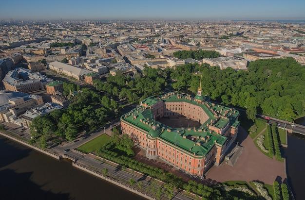 サンクトペテルブルク、ロシアのミハイロフスキー城の航空写真