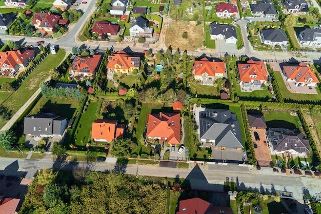 Вид с воздуха на современный жилой район в городе европа