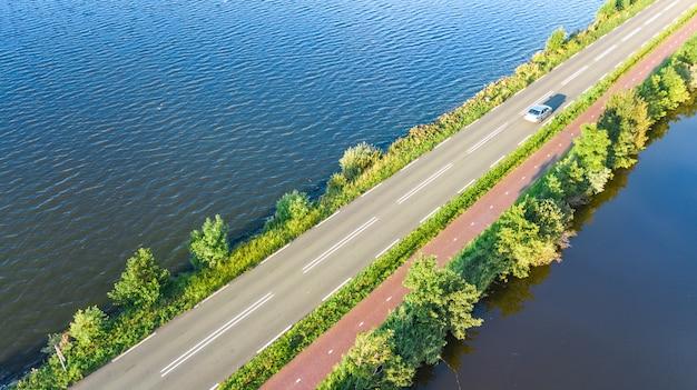 オランダの高速道路道路の空撮