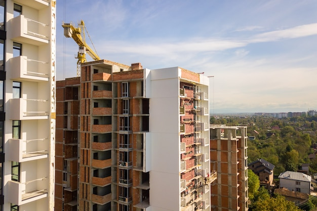 建設中の高層住宅の空撮。不動産開発。