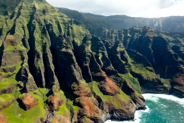 하와이 카우아이의 나팔리 해안의 항공 보기