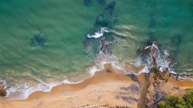 タイ、kholak phangnga州、驚くべき目に見えないタイのnangthong自然の黒いビーチの空撮