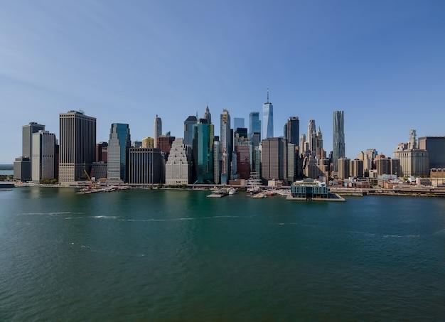 マンハッタンスカイラインオフィスビルnyusとニューヨーク市のパノラマの空撮