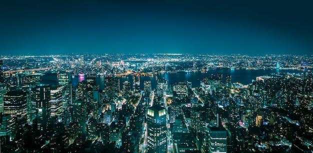밤에 뉴욕 맨해튼의 항공보기