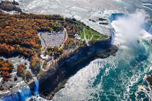 秋のナイアガラの滝の空撮