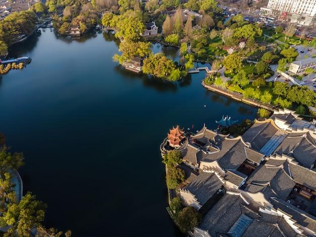 寧波月湖公園と街の風景の空撮