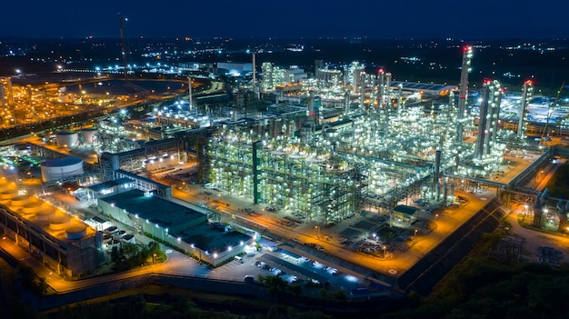 石油・ガス産業製油所の航空写真ドローンからのショット
